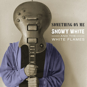 Snowy White - Something On Me